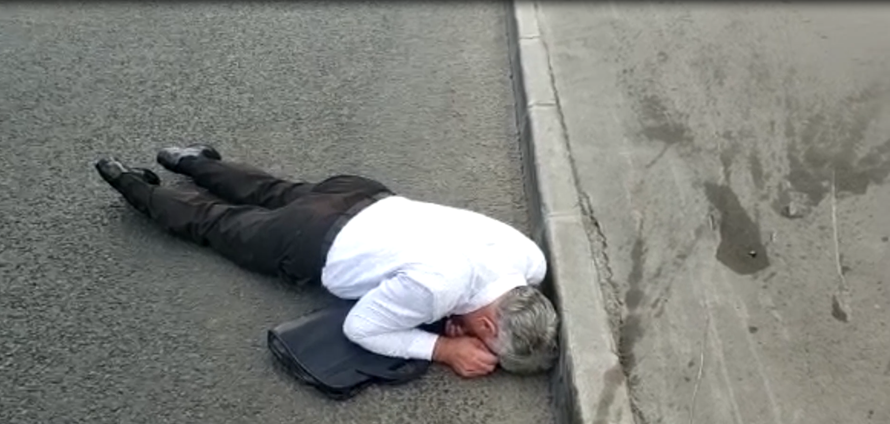 работник Управдлеами Президента пытался совершить суицид